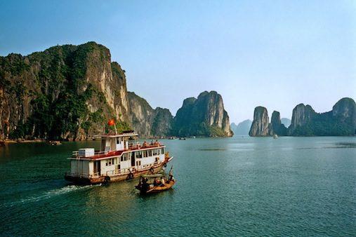 cruise_boats,_halong_bay
