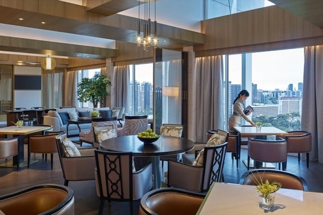 Enjoy the Horizon Club Lounge's posh interior and a beautiful city skyline during your luxury staycation at Shangri-La Hotel