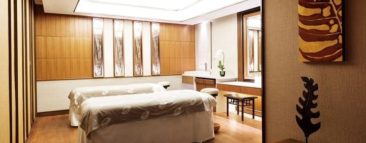 A spacious room ideal for relaxing massage when you have a luxury staycation at Shangri-La Hotel Singapore!